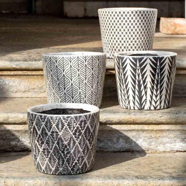 Old Style Dutch Pot Large Black 4 Asst Designs